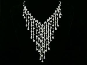 Veľmi pekný náhrdelník, no neviem , či by mi ladil ku korunke