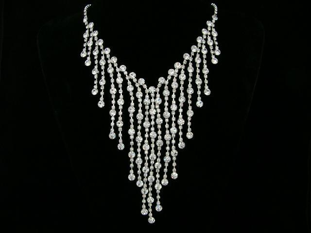 Moja fialova svadba - Veľmi pekný náhrdelník, no neviem , či by mi ladil ku korunke