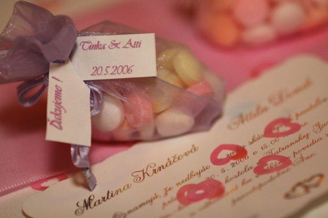Moja fialova svadba - Menovka a zároveň darček