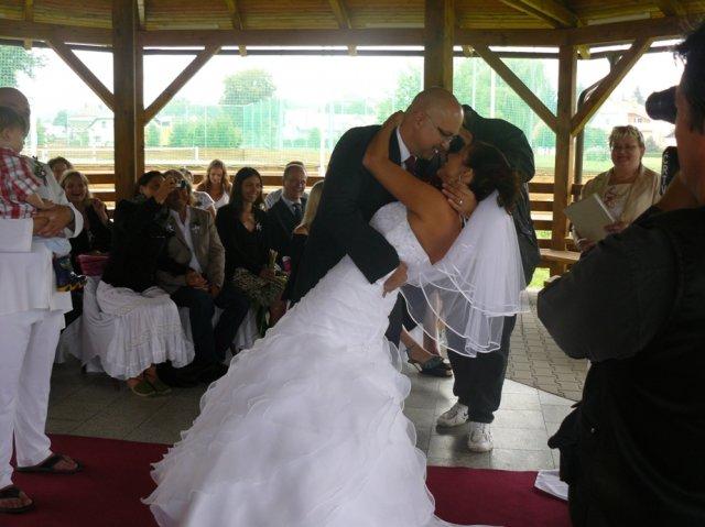 Pavla{{_AND_}}Vláďa Gajdovi - první novomanželský polibek SPECIAL :-)))