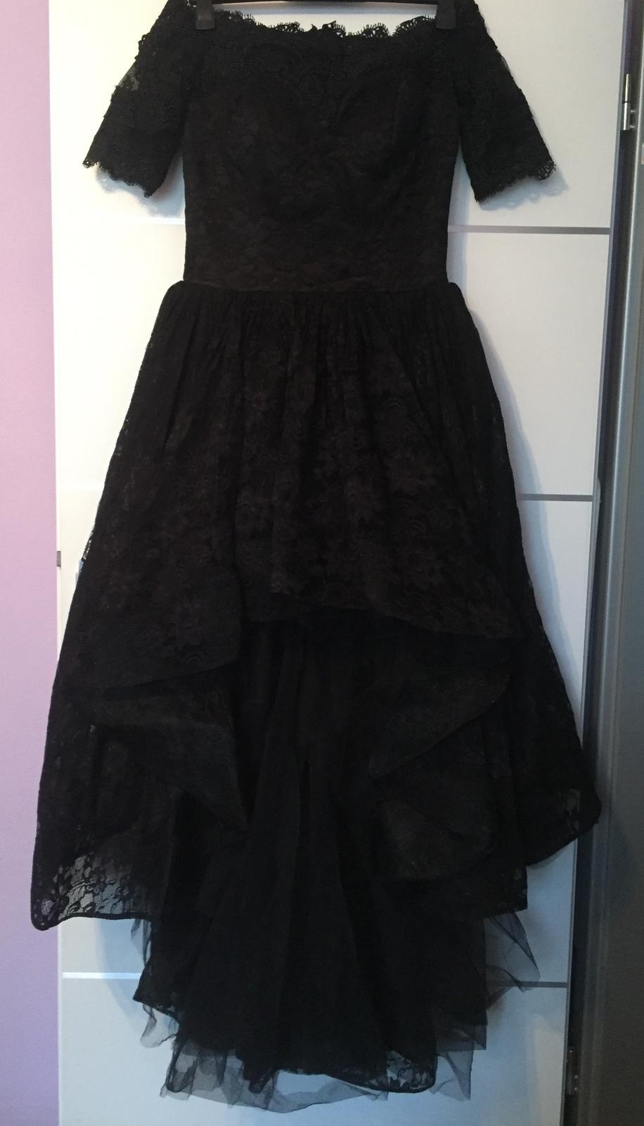 Famózne čipkované šaty s vlečkou - Obrázok č. 1