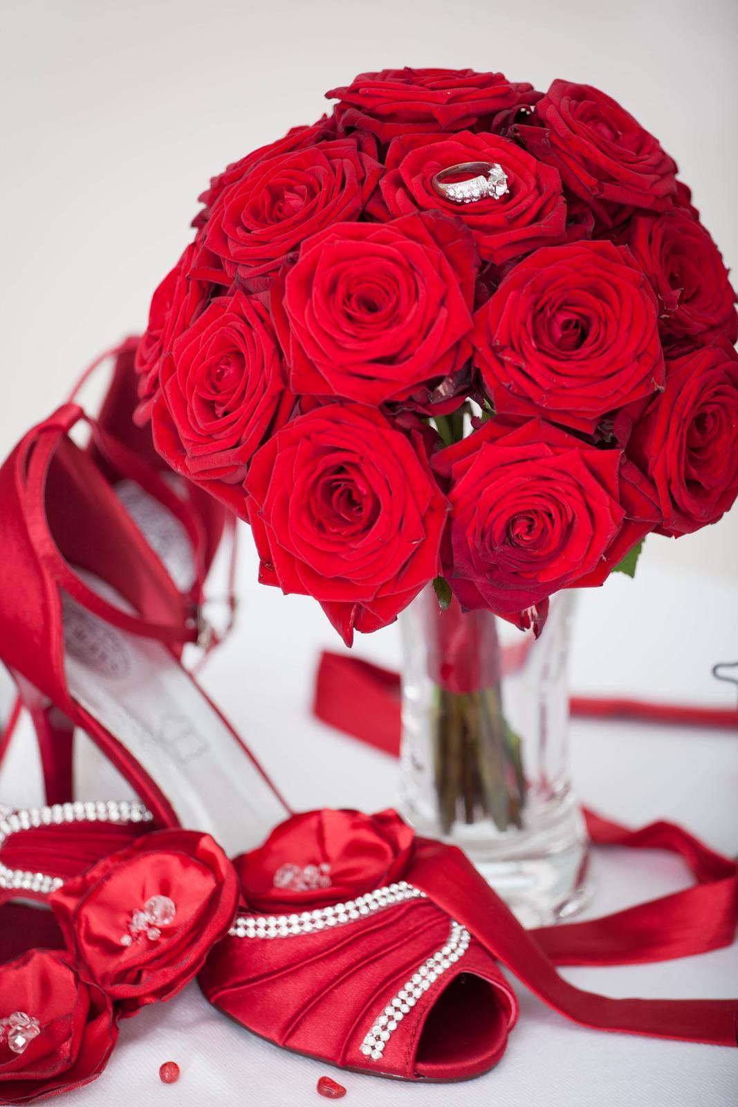 Kytice z rudých růží - Obrázek č. 1