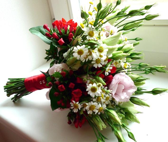 Luční kytice s červeným akcentem - Obrázek č. 1