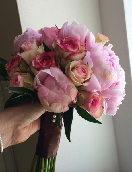 Svatební kytice z pivoněk a růží - Obrázek č. 1
