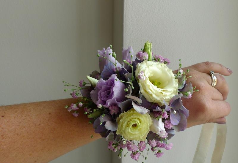 Květinový náramek pro svědkyni, maminky, družičky. - Obrázek č. 1