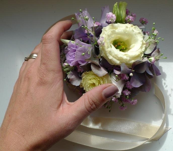Květinový náramek pro svědkyni, maminky, družičky. - Obrázek č. 2