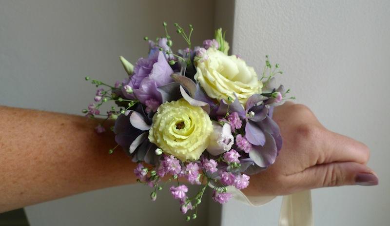 Květinový náramek pro svědkyni, maminky, družičky. - Obrázek č. 3