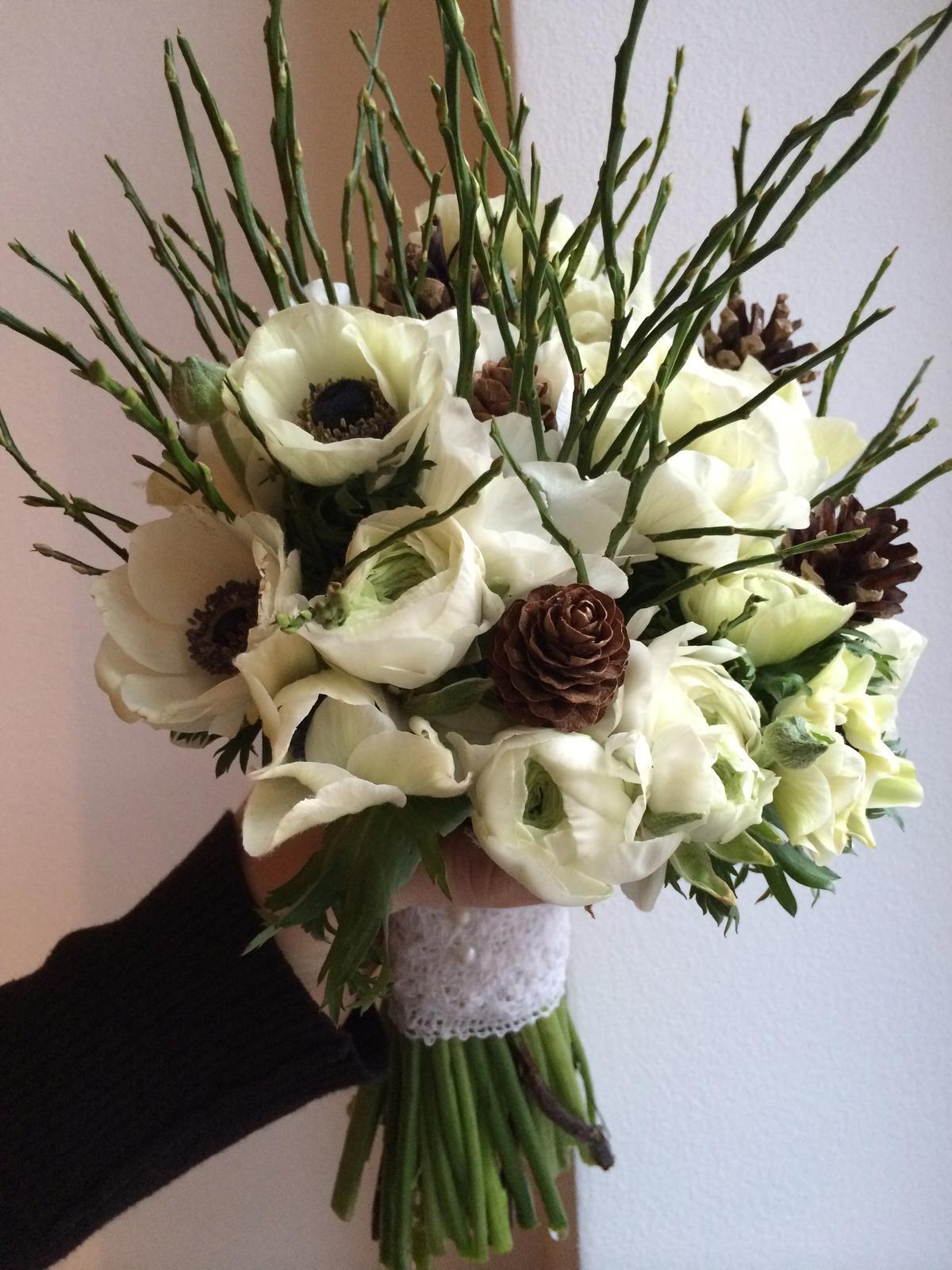 Svatební kytice se sasankami a pryskyřníkem - Obrázek č. 1
