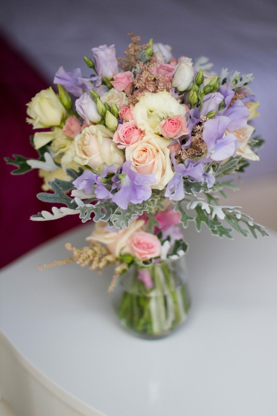 Svatební kytice s hrachorem vonným - Obrázek č. 1