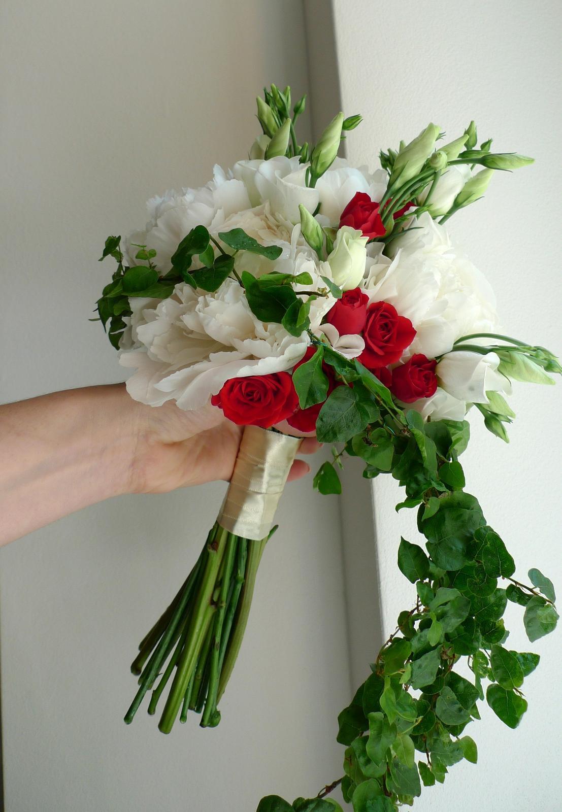 Lehce převislá kytice - Obrázek č. 1