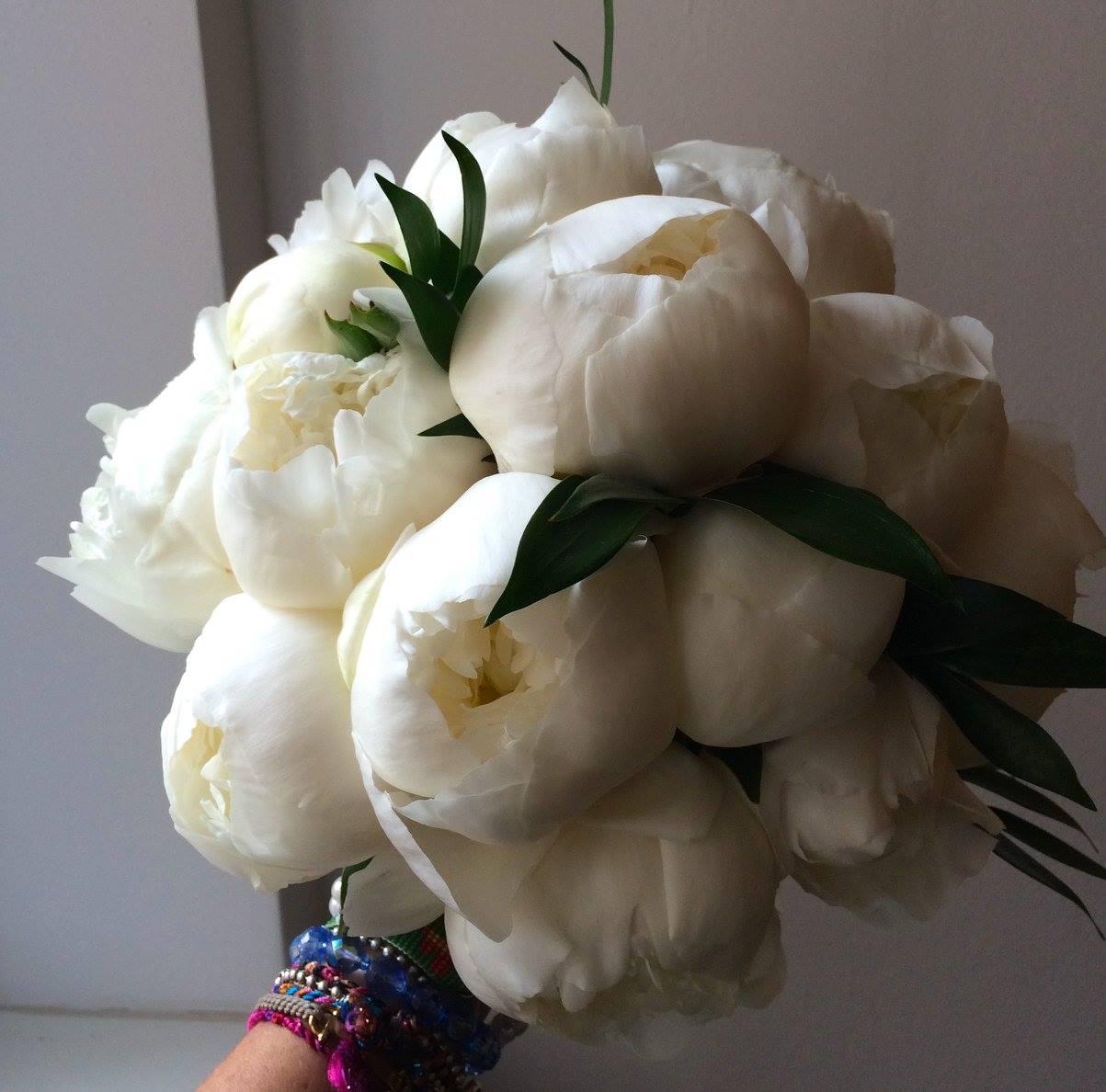Kulatá svatební kytice z pivoněk - Obrázek č. 1