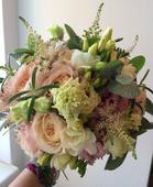 Růžovo-bílá svatební kytice,