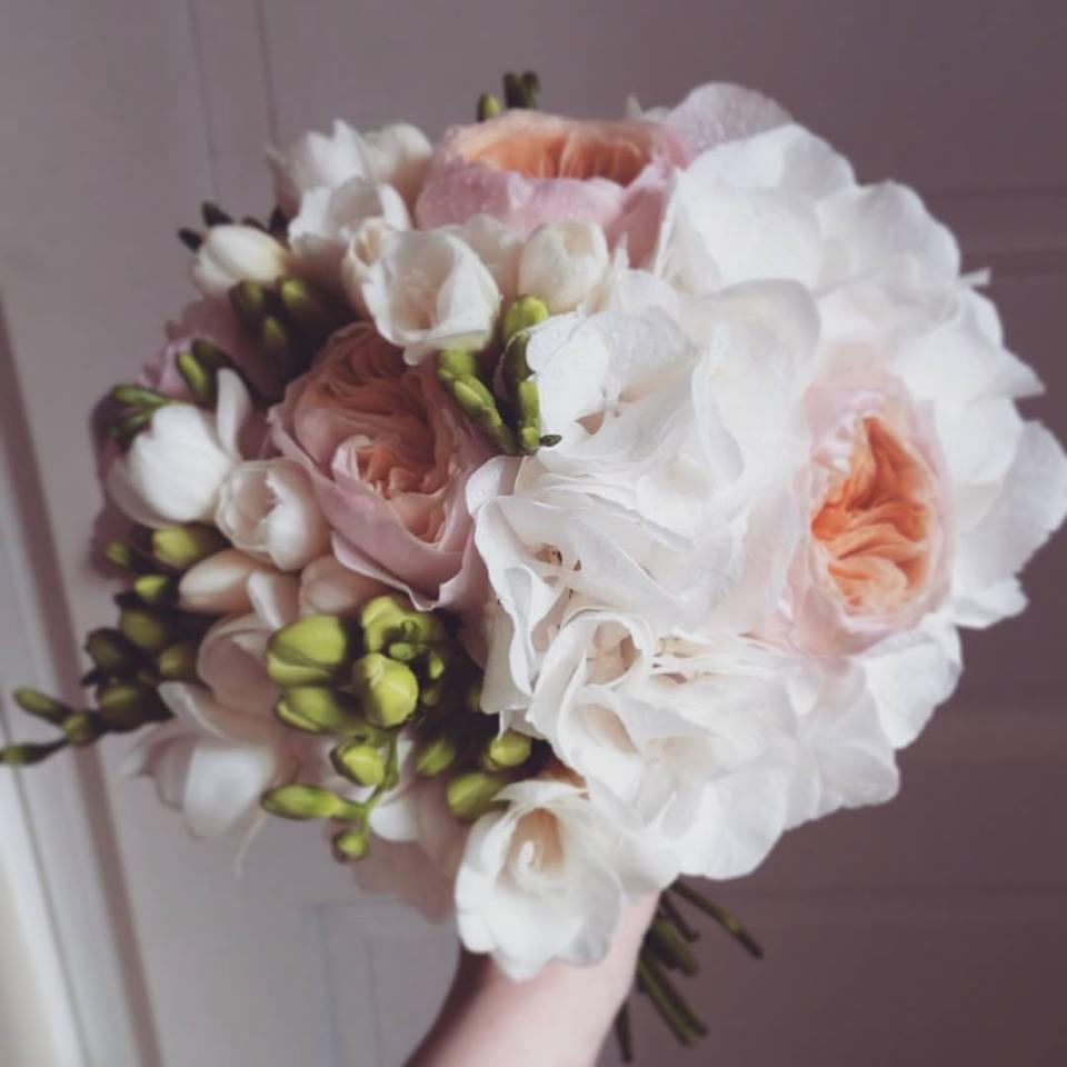 Meruňkovo-bílá kytice - Obrázek č. 1