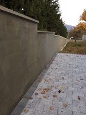 Bocny plot dokonceny (susedova praca) tak dufam, ze za par tyzdnov postavime plot pred domom.