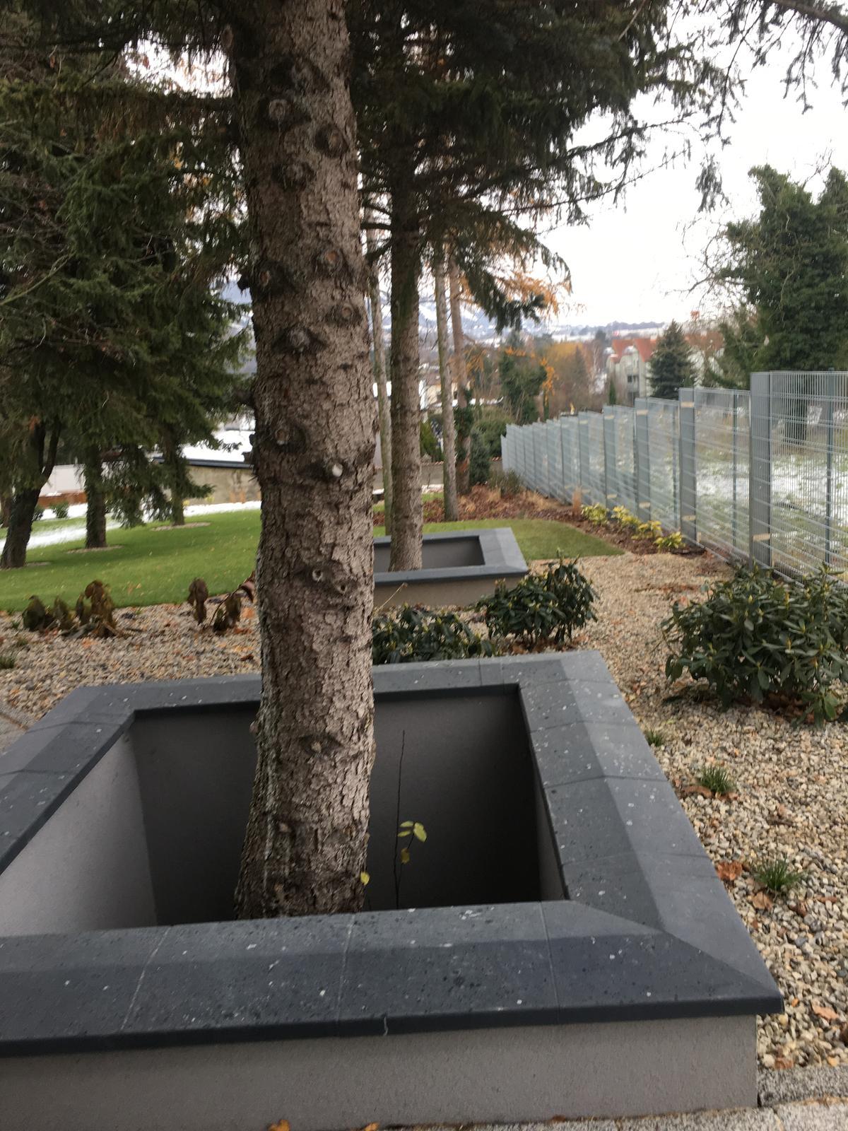 @lusia84 Ahoj, tak konecne mame postaveny plot, ale kamen sa bude sypat az buduci rok - potom dam vediet - Obrázok č. 2