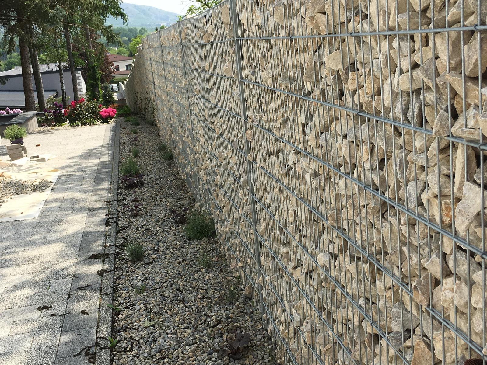 Kamenny plot po dlhych prietahoch je hotovy - Obrázok č. 3