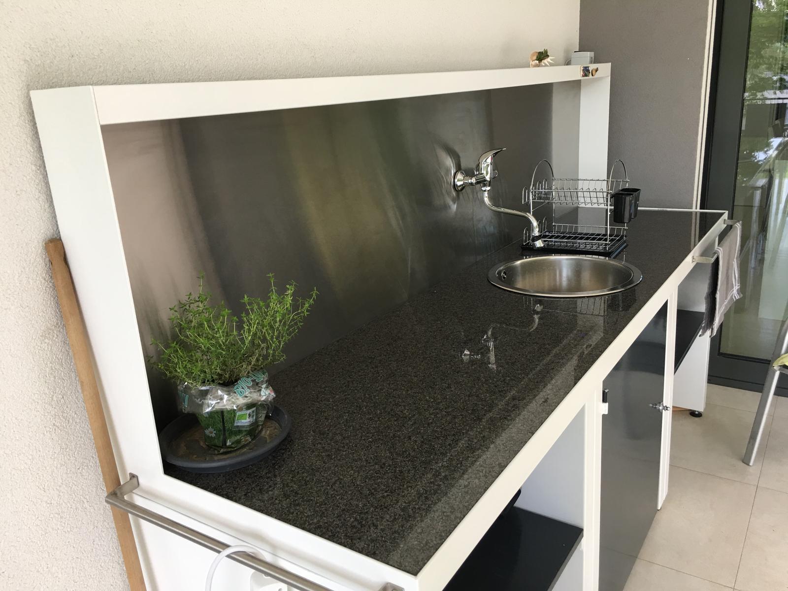 Letna kuchyna & kvety na terase - Obrázok č. 2