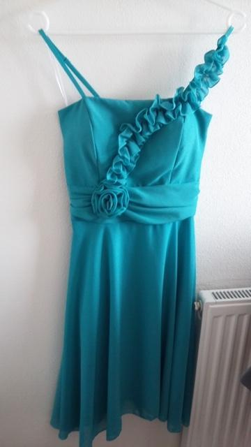 Tyrkisovo modré šaty - prispôsobia sa postave - Obrázok č. 1