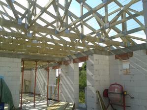 Júl 2014, máme hotový krov.