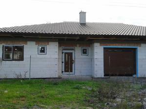 Október 2014, máme okná, dvere a bránu.