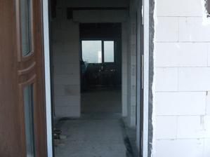 Január 2015, vchod s pohľadom do obývačky.