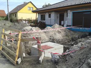 September 2015, vodomerná šachta je na svojom mieste.