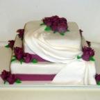 Cerveno bila svatba... - Tento dort- jen opet barvy a tvary kvetin se musi znemit....