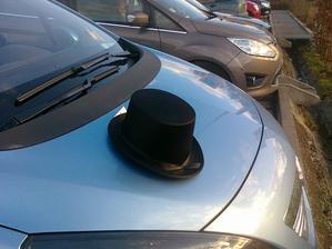 Klobouk na auto zenicha.....prijde jeste vylepseni, ale zaklad je..:-)