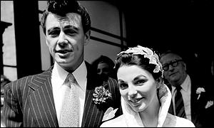 Joan Collins a Maxwell Reed