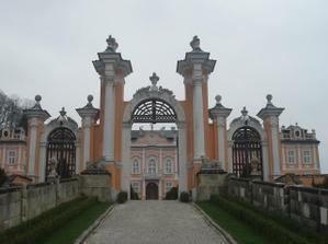 vstupní brána zámku