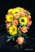 chtěla bych kombinaci oranžové růže se slunečnicemi
