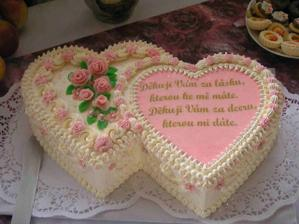 pěkný dortí, akorát na tu pravou stranu bych dala figurky nevěsty a ženich....