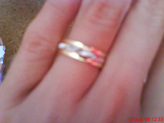 Erika a Marek bude to 6.6.2009 - lepsie sa to cez mobil neda odfotit...taketo prstienky mame...