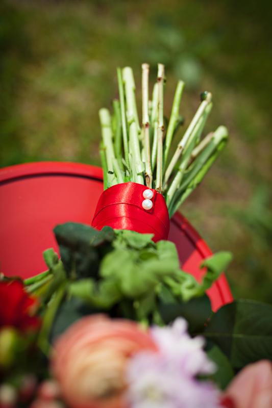 Jarne a letne aranzmany a dekoracie - Lososova kyticka s cervenou a fialkovou