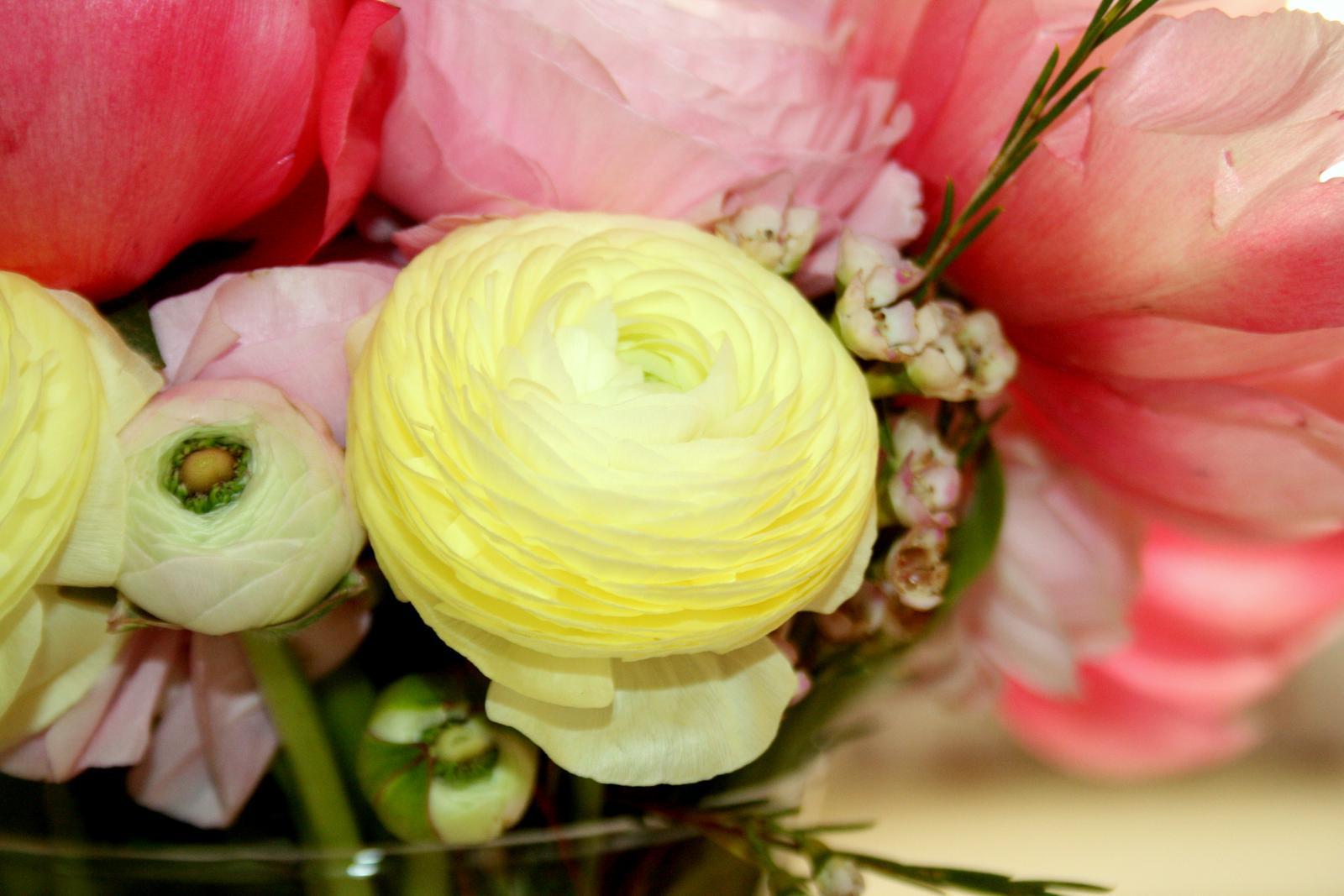 Jarne a letne aranzmany a dekoracie - Detail pivoniovej kyticky