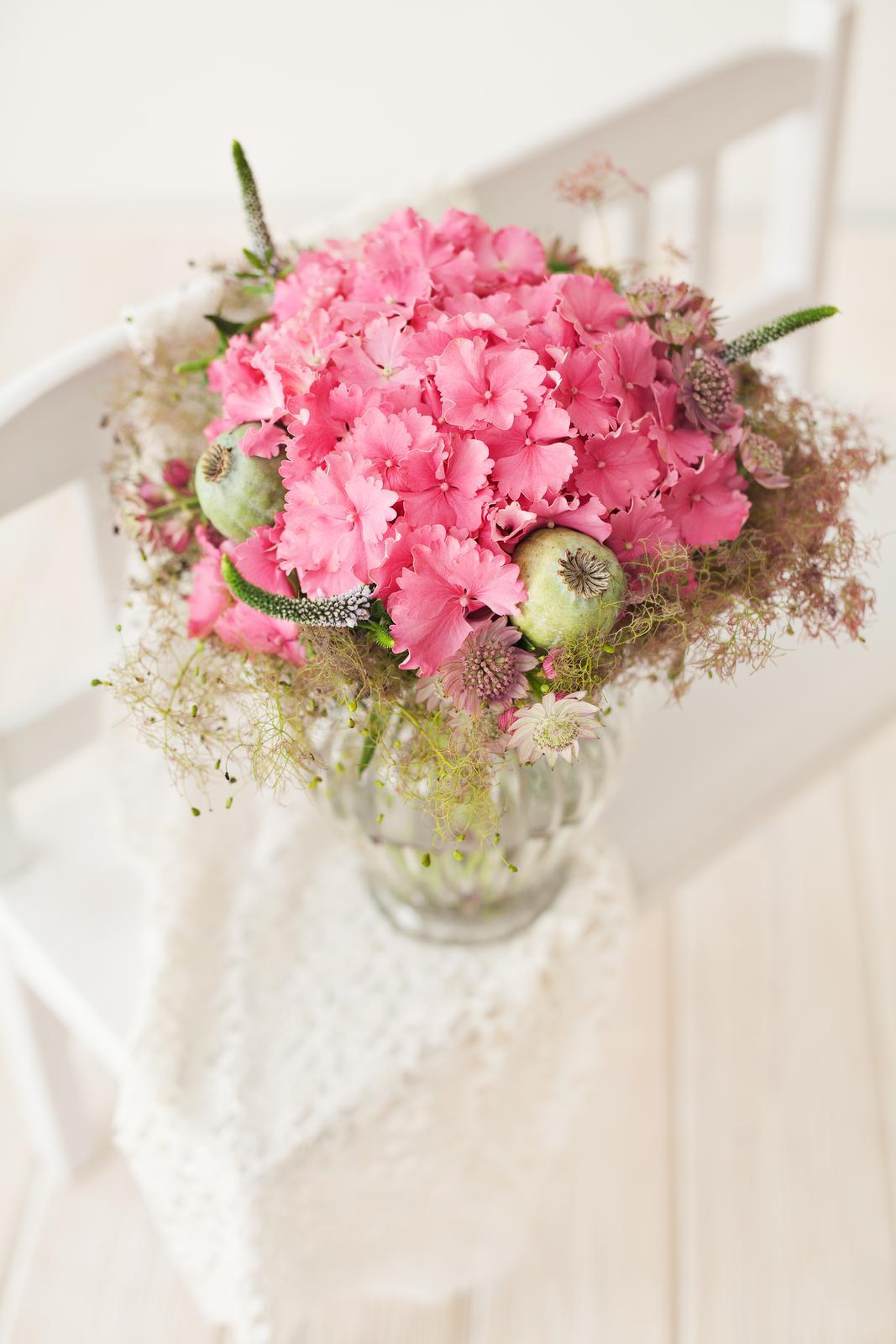 Jarne a letne aranzmany a dekoracie - Som v plnom pracovnom nasadeni, ale pripajam aspon jednu nafotenu kyticu :)