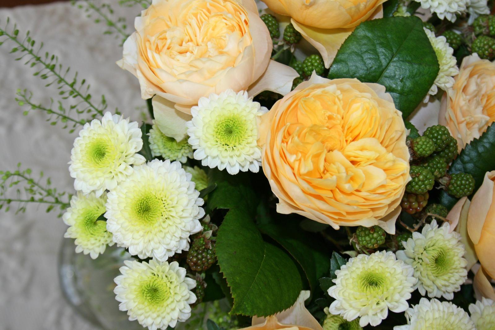 Jarne a letne aranzmany a dekoracie - Kytica s ruzou vuvuzelou a ostruzinou