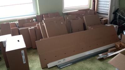 Nová kuchyň ještě v krabicích :-)