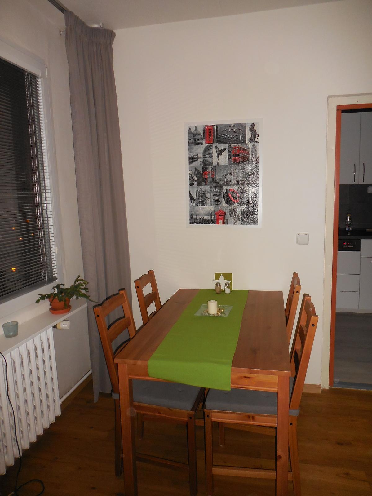 Náš domov :-) - jídelní kout