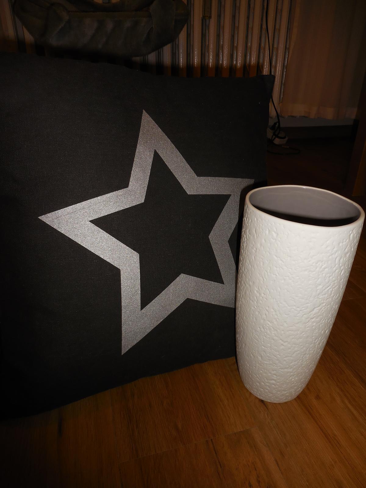 Náš domov :-) - nová váza a polštářek do obýváku