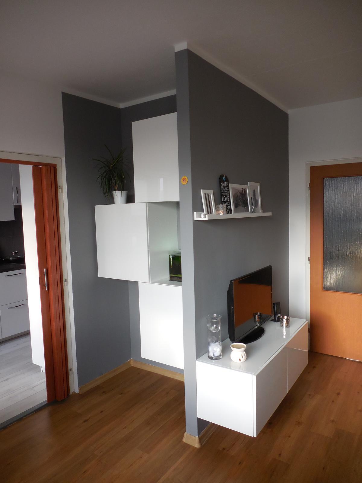 Náš domov :-) - konečně máme skříňky v obýváku :-)