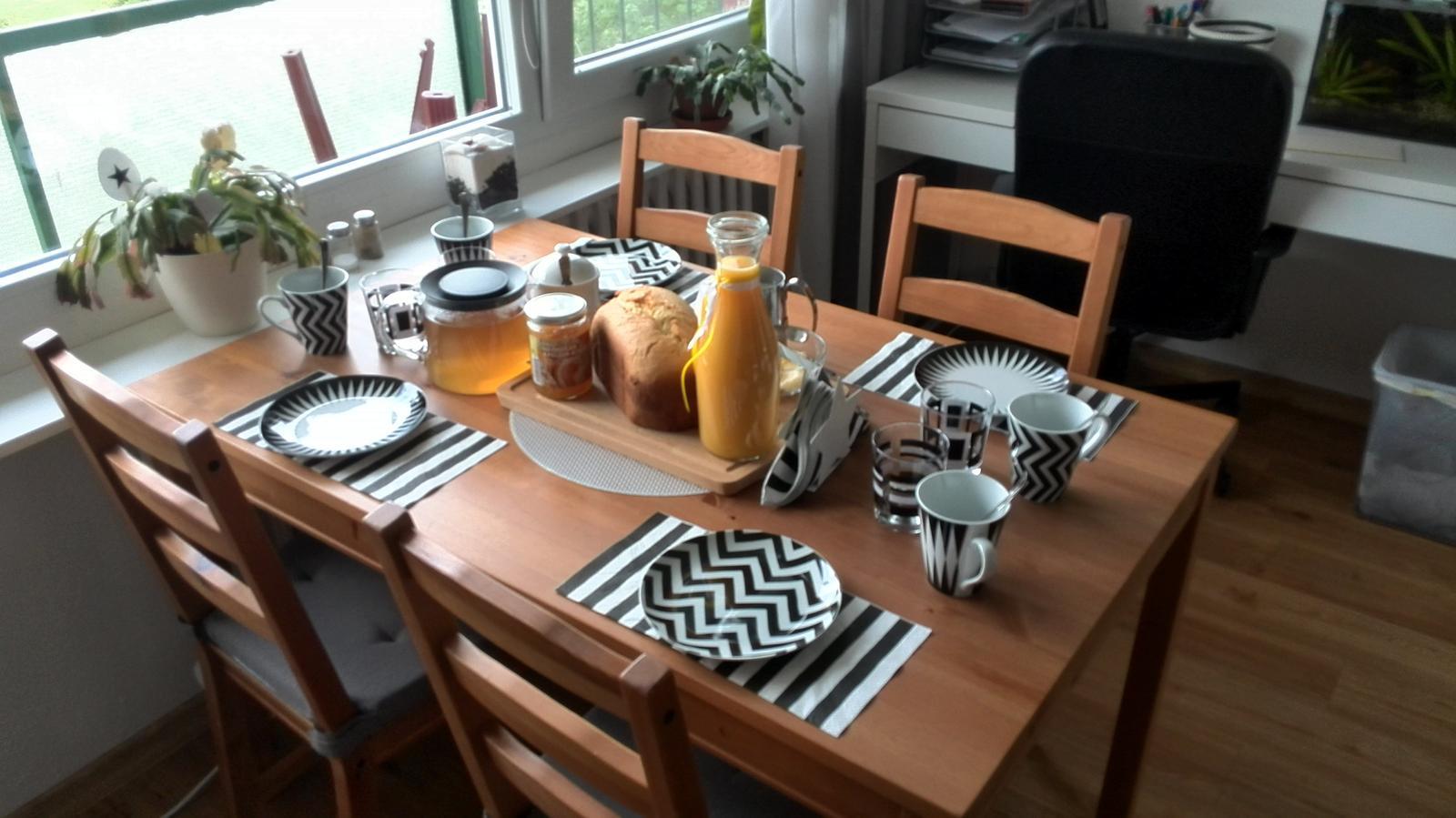 Náš domov :-) - Dámský den může začít :-) jen ty dámy se mi toulají někde po Brně :-) snad trefí jinak zo budu muset všechno sníst sama :-D