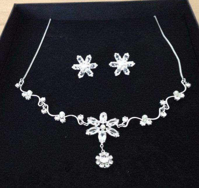 Sada čelenka, náhrdelník a naušnice - Obrázek č. 2
