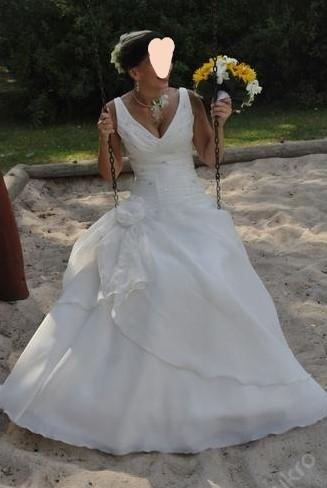Svatební šaty na ramínka šité na míru  36 - 38 - Obrázek č. 1