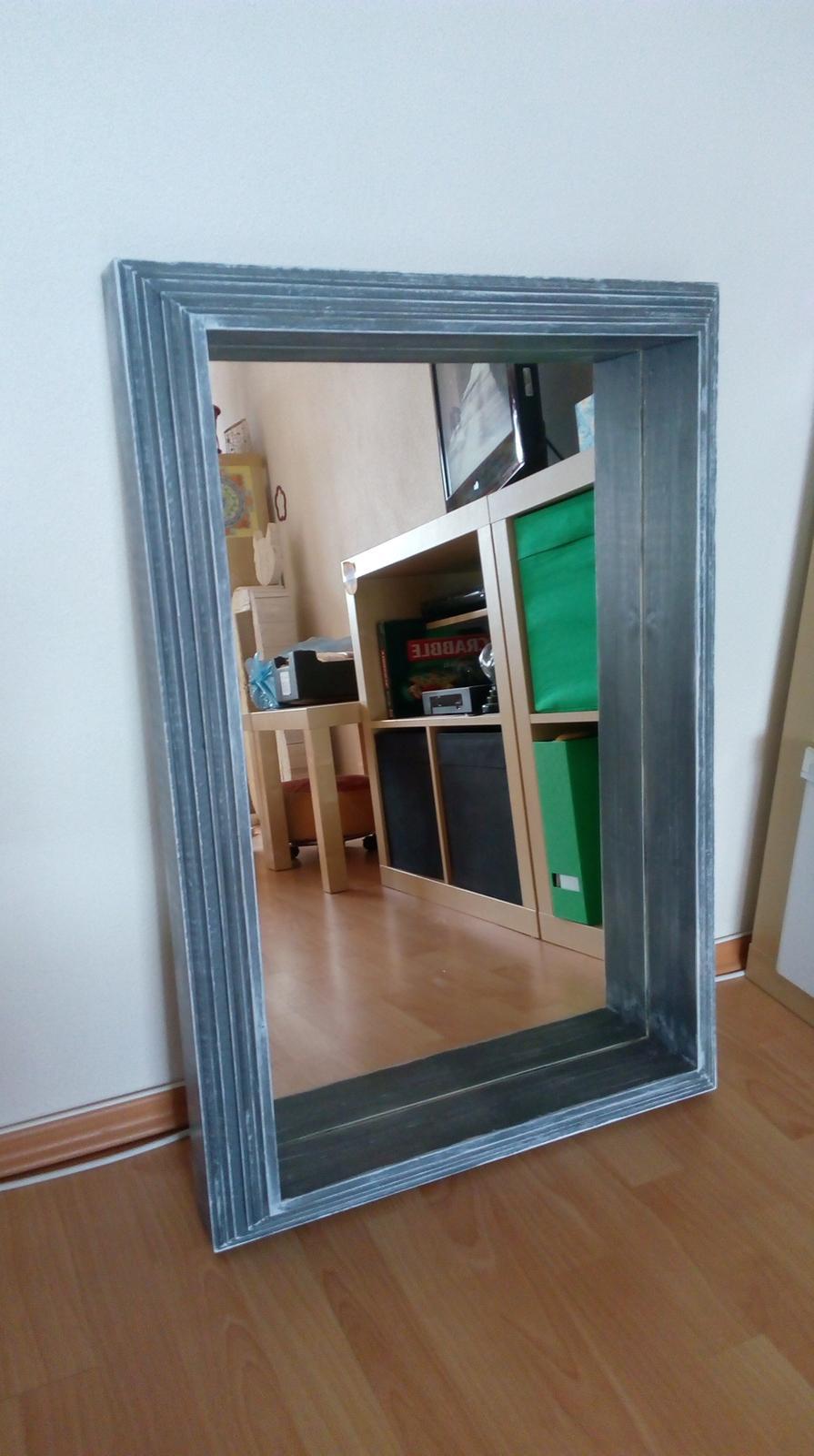 Zrkadlo v drevenom ráme - Obrázok č. 1