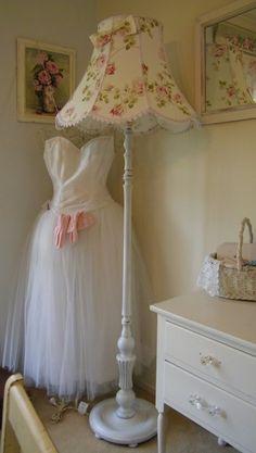 Inspirace do domku - Do rohu k pohovce chci nejakou takovoudle hezkou retro lampu.