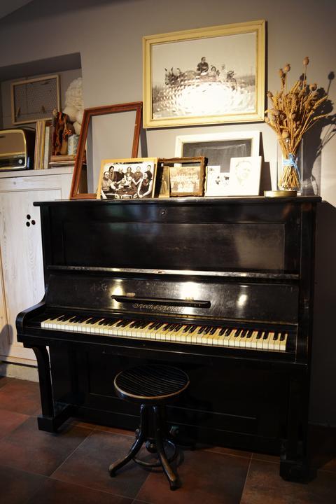 Inspirace do domku - Do obyvaku budem zvazovat i piano, kdyz najdeme za dobrouu cenu nekde v bazarku.