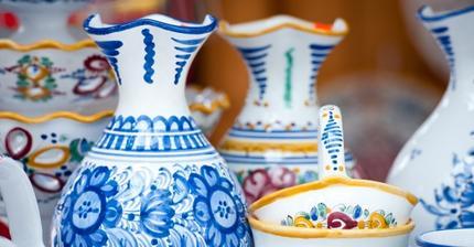 Vsechno kuchyni bude ladeno venkovsky a v barvickach me oblibene modranske keramiky, ktere mam spoustu.