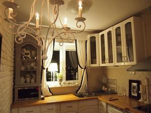 Na kuchynskou linku chci dat k jednomu rohu takhle zavesni skrinku.