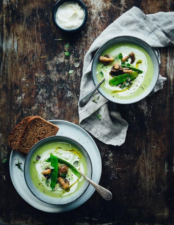 Krémová polévka ze zelenýho hrášku se šampiňóny